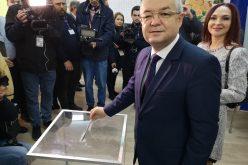 VIDEO | Emil Boc la urne, emoționat de mesajul transmis de disapora: Ne dorim o țară ca afară