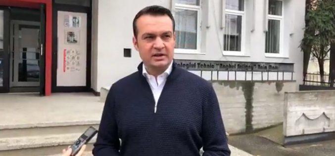 Primarul din Baia Mare, amendat pentru că nu dărâmă un zid ridicat în jurul unor blocuri de romi