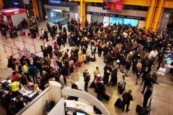 VIDEO | Scandal pe aeroportul din Cluj. Sute de pasageri sunt blocați din cauza ceții, printre aceștia se află și Rareș Bogdan. Ce spune eruparlamentarul despre haosul creat după anularea curselor aeriene