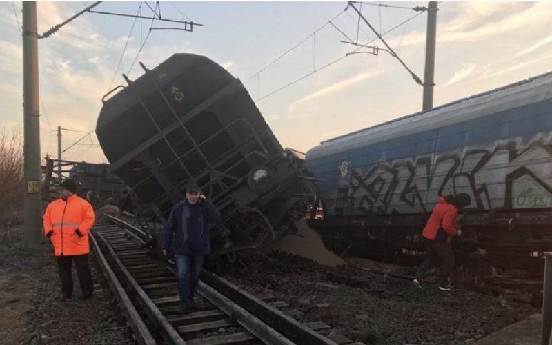 Tren deraiat în Olt, 15 vagoane au sărit de pe șine