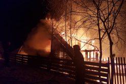 FOTO/VIDEO | Incendiu devastator în comuna Mărișel din județul Cluj. O cabană ars cu totul …