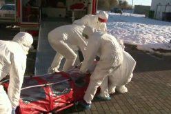 Profesoara suspectă de coronavirus, scăpată de pe targă de paramedicii din Suceava