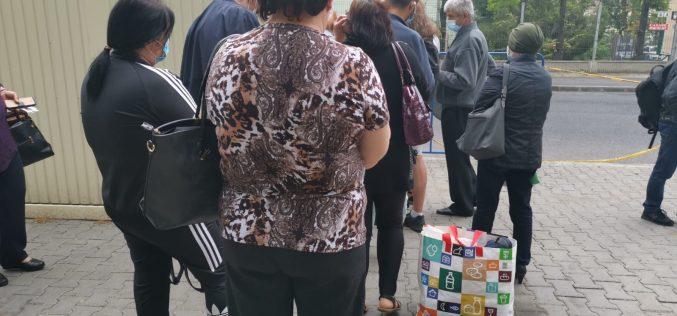 FOTO|VIDEO: Cozi uriașe în fața Institutului Oncologic din Cluj-Napoca