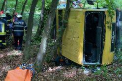 FOTO – Șofer încarcerat în urma unui accident rutier