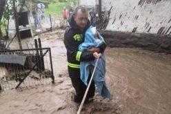 FOTO – Apa a măturat județul Bistrița-Năsăud. Mai multe persoane au fost evacuate