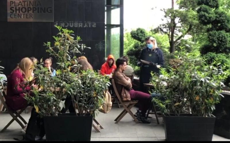 VIDEO | Prima zi de relaxare. Clujenii au ieșit la terase chiar dacă vremea nu este una prielnică