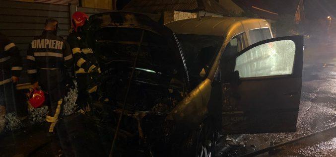 FOTO – Incendiu auto în Baia Mare