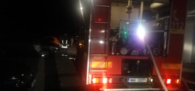 FOTO – Patru echipaje de pompieri au intervenit la un incendiu în Baia Mare