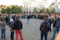 Sute de oameni au ieșit în stradă în Piața Unirii din Cluj-Napoca la protestul anti Gabriel Oprea