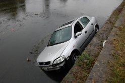 O șoferiță a ajuns în Someș cu mașina, în zona Cluj Arena – GALERIE FOTO
