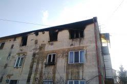 FOTO/VIDEO Alertă la Cluj. O persoană a fost rănită grav în urma unei explozii la un bloc de locuințe