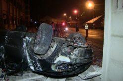 FOTO/VIDEO Accident spectaculos la Cluj. Un șofer și-a făcut praf mașina, dar a scăpat cu viață