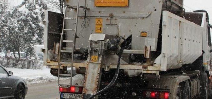 Drumarii au intervenit la Cluj cu peste 300 de tone de material antiderapant. Cum se circulă în județ