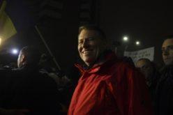 Ce face Klaus Iohannis în timpul protestelor din ţară.