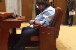 VIDEO: Un senator USR din Cluj, doarme în timp ce este citită moțiunea de cenzură. Vezi despre cine este vorba