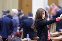 Ce face un deputat PSD de Prahova în timpul protestelor din Parlament? Își face selfie…