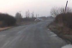 VIDEO: ACCIDENT surprins ÎN DIRECT, pe un drum județean! S-au ÎNTORS peste cap cu mașina