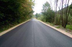 FOTO Lucrările pe drumul Mănăstireni – Răchiţele au fost reluate. În scurt timp, cei 23 de kilometri vor fi complet ASFALTAȚI