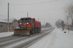 110 de tone de material antiderapant, inclusiv sare, au fost împrăștiate pe drumurile din Cluj. Se circulă în condiții de iarnă