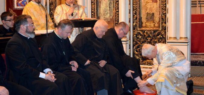 FOTO ȘI VIDEO PS Florentin, Episcopul de Cluj-Gherla, a spălat picioarele a 12 preoți și seminariști