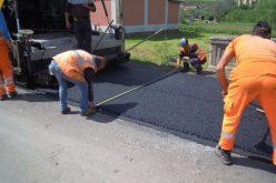 FOTO: Au fost reluate lucrările de asfaltare pe drumul județean DJ 108C Gîrbău – Aghireș