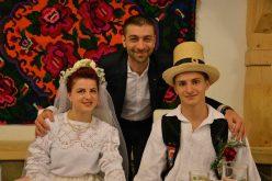 """GALERIE FOTO: Peste 1.200 de """"nuntași"""" au participat la """"Festivalul Nunților Tradiționale"""" din Oncești"""