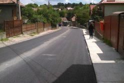 FOTO Au fost finalizate lucrările de asfaltare pe drumul judeţean Râşca – Mănăstireni