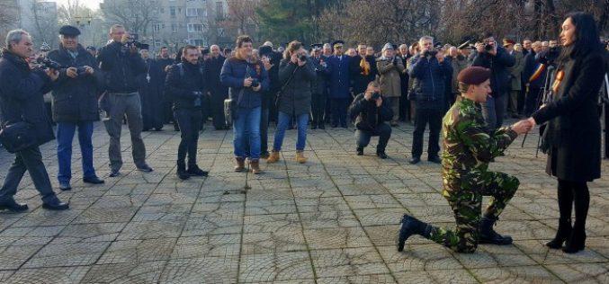 Cerere în căsătorie la parada de 1 Decembrie la Oradea!