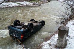 A plonjat cu masina in raul Salauta – GALERIE FOTO