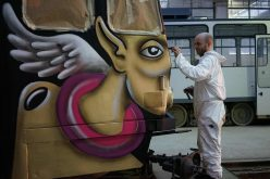 Un nou tramvai pictat va circula de luni pe strazile Clujului