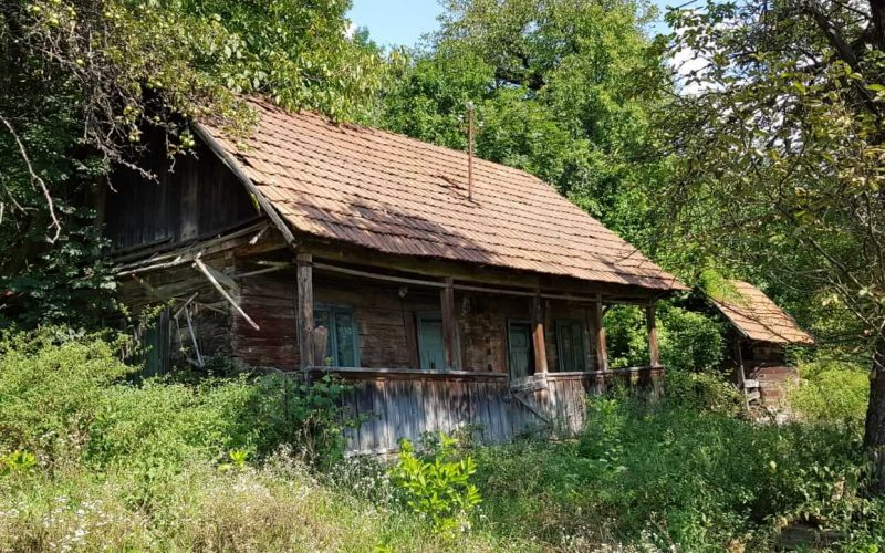 Zece voluntari păstrează viu meșteșugul vărăritului în zona Hunedoarei