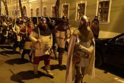 Cluj: Marș cu torțe și ținute medievale, la 576 de ani de la nașterea regelui Ungariei, Matia Corvin
