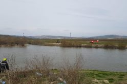 VIDEO / Operatiune de salvare spectaculoasa pentru salvarea unui minor cazut in raul Mures. Interventie cu elicopterul cu elicopterul SMURD