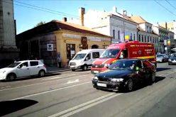 VIDEO | Ambulanță SMURD care transporta un pacient în stare gravă, implicată într-un accident