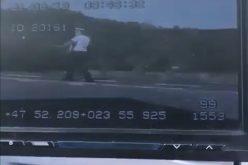 VIDEO| Polițist rănit pe DN 18 de un şofer beat. ATENȚIE, IMAGINI CU PUTERNIC IMPACT EMOȚIONAL!