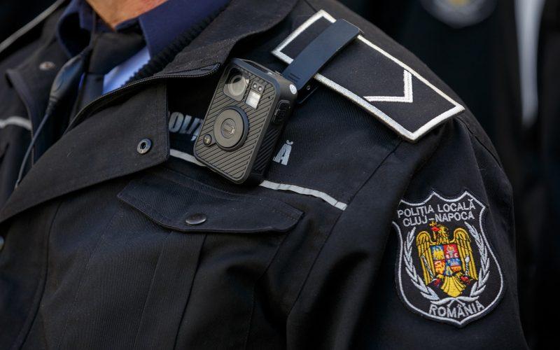 Politistii locali din Cluj Napoca vor avea camere video pe uniforma! Oamenii legii pot inregistra mai multe categorii de interventii