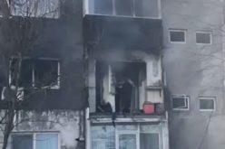 Explozie în bloc, bărbat dispărut după ce l-au salvat pompierii