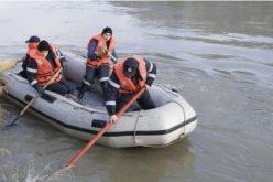 Un copil şi bunicul lui au plonjat cu maşina în Lacul Siutghiol