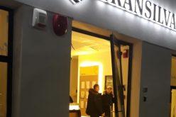 Un bancomat BT din Arad a fost aruncat în aer. Două persoane mascate au furat casetele de valori cu bani