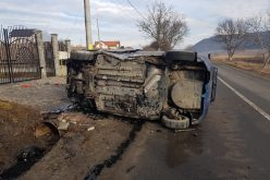 FOTO | Autoturism rasturnat în localitatea Ceuasu de Campie, județul Mureș.