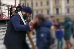 Cluj: Denunț penal față de preoții care au folosit aceeași linguriță la împărtășanie