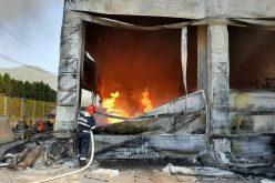 FOTO | VIDEO : Incendiu puternic la depozit de vopseluri și materiale de construcții – BAIA MARE