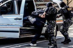 Mai mulți petrecăreții au ajuns în arest după de i-au atacat pe poliţişti cu pietre, topoare și cuțite